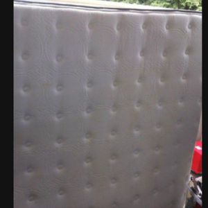 Queen mattress With Box Spring And Sleigh bed Frame, Like New,clean,delivery Available for Sale in University Place, WA