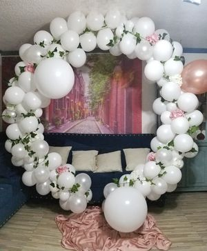 Circle ballon decor white and gold rose for Sale in Paramount, CA