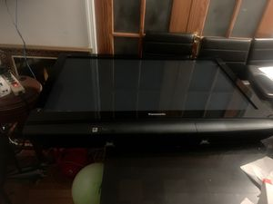 "42"" Panasonic flat screen tv with adjustable wall mount for Sale in Queens, NY"