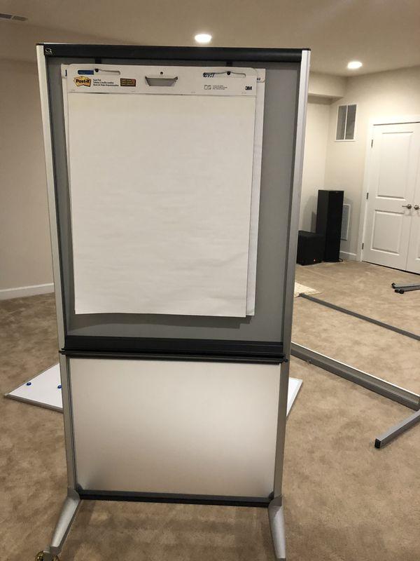 Quartet 3-In-1 Total Erase Easel, Whiteboard, Display, Room Divider, 33 x 39 Inch (500TE