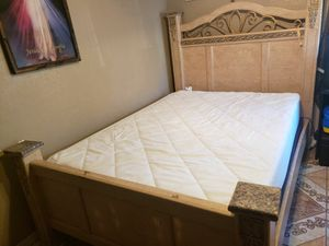 Queen size bed frame for Sale in Stockton, CA