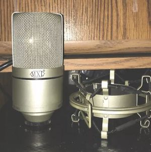 MXL 990 Condesnser XLR mic with shockmount for Sale in Georgetown, DE