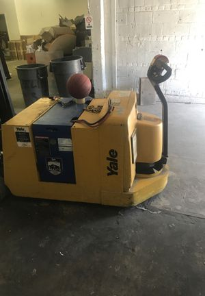 Hand Jack Hilow YALE for Sale in Queens, NY