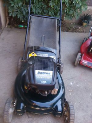 Lawn mower with bag runs great for Sale in Riverside, CA