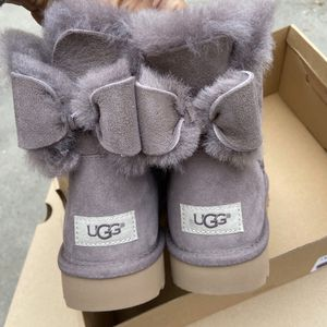 UGG AUTHENTIC WOMENS now boots sz 6 new for Sale in South Gate, CA