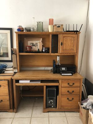 Oak Computer Hutch Desk for Sale in San Diego, CA