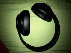 Beats solo3 wireless headphones for Sale in Los Angeles, CA