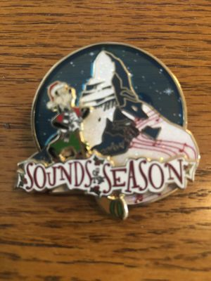 Disney Collectible Pin -Sounds of the Season - Matterhorn Goofy Christmas Brand New LE for Sale in Cerritos, CA