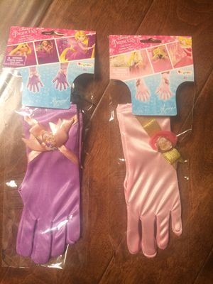 NEW Disney Princess Aurora and Rapunzel Gloves Child Halloween Costume Disguise One Size 4+ for Sale in Los Angeles, CA