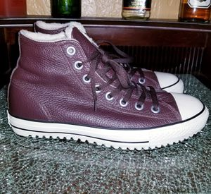 Leather converse with fur size 11 new for Sale in Dallas, TX