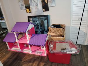 Clothes girl, doll house ... for Sale in Aventura, FL