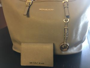Authentic Michael Kors purse with wallet for Sale in Falls Church, VA