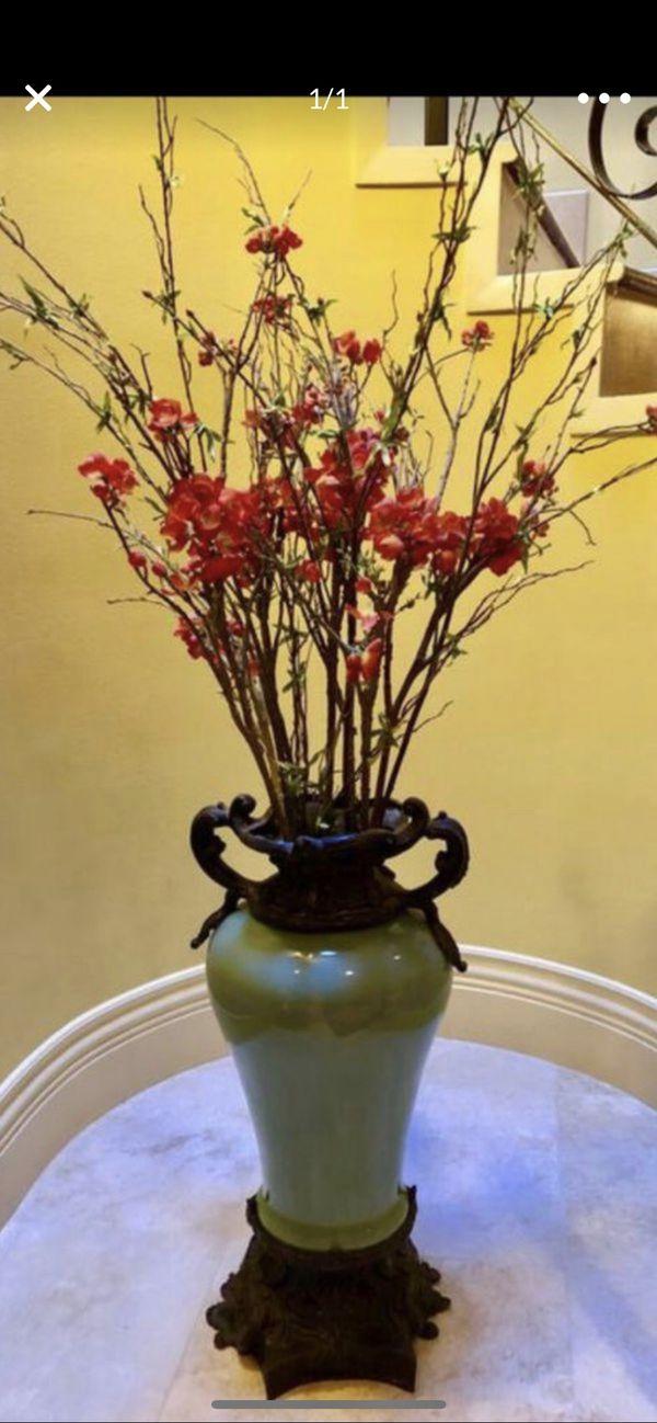 Flower vase flower pot home decor for 80$ or best offer