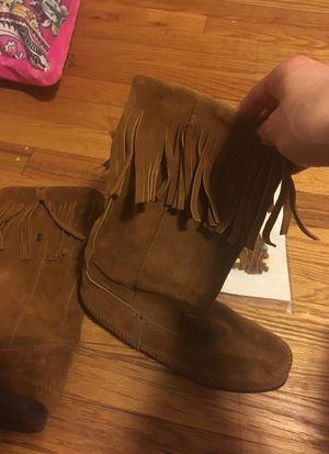Minnetonka Fringe Boots Size 8 for Sale in Cuddy, PA
