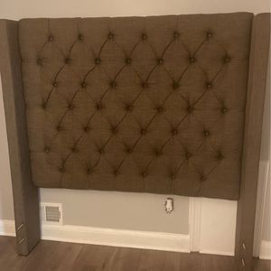Queen Size Bed ,Light Brown for Sale in Joint Base Andrews, MD