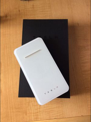 Tesla wireless and wire power bank for Sale in Pompano Beach, FL