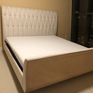 Diamond Jubilee Upholstered Sleigh King-Size Bed for Sale in Washington, DC