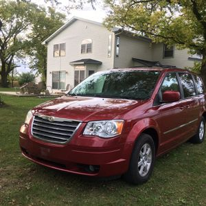 2010 Chrysler Town & Country Touring Plus for Sale in Rockford, IL
