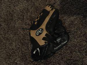 Child's Rawling Baseball Glove for Sale in Clovis, CA