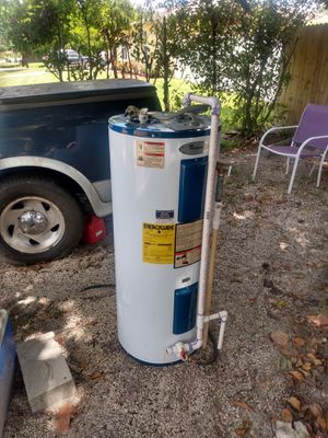 Wirlpool Water Heater 43 gallons.. for Sale in Naples, FL