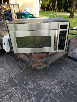 GE. Space Saver Microwave for Sale in Holmes Beach, FL