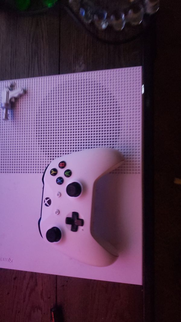 Xbox 1 s: comes with 5 games ex) 2k20, gta5, madden20