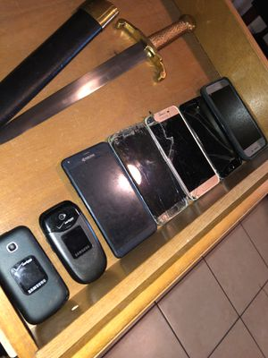 7 phones that need repai. for Sale in Rose Valley, PA