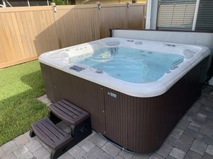 Hot Spring Grandee hot tub Spa - Jacuzzi for Sale in Lake Worth, FL