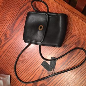 Coach crossbody purse (black leather) for Sale in Capitol Heights, DC
