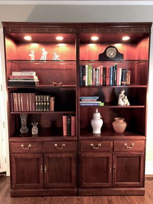 Display bookshelf & cabinet, Thomasville for Sale in Evanston, IL