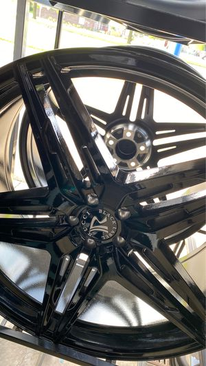 Rucci black label rims with tires full package 24x9 5x115 for Sale in Warren, MI