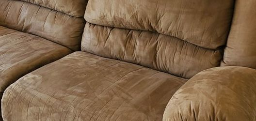 Gorgeous Beige Reclining Sofa for Sale in Lafayette,  CO