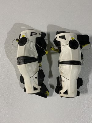 Mobius X8 Mens Motocross Off Road Enduro MX Dirt Bike Knee Brace Set for Sale in Dallas, TX