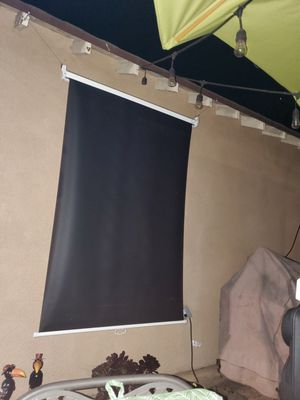 Projector Screen 30 inch wide and 50 inch long for Sale in Los Angeles, CA