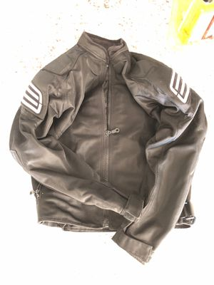Shift summer light weight motorcycle jacket unisex with shoulder and arm armor for Sale in Bennett, CO