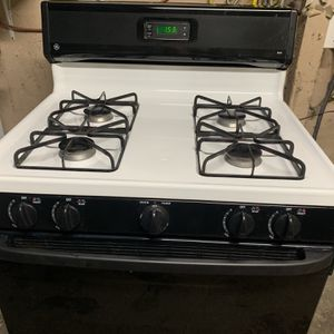 Like New GE Gas Stove for Sale in Stockton, CA