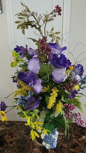 Ceramic vase floral arrangement for Sale in Saginaw, TX