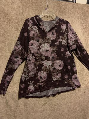 Floral sweater whit hoodie size xl for Sale in Fresno, CA