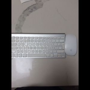 Apple Magic Keyboard and Mouse Wireless for Sale in Los Angeles, CA
