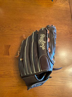 Rawlings girl's softball glove for Sale in Indianapolis, IN
