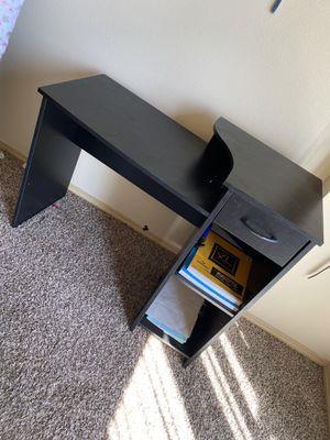 Computer desk. (NOT FREE READ DESCRIPTION) for Sale in Auburn, WA