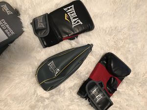 Everlast Training Gloves & Speed Bag for Sale in League City, TX
