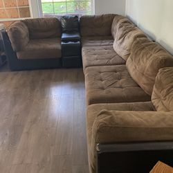 Sectional/couch for Sale in Tigard,  OR