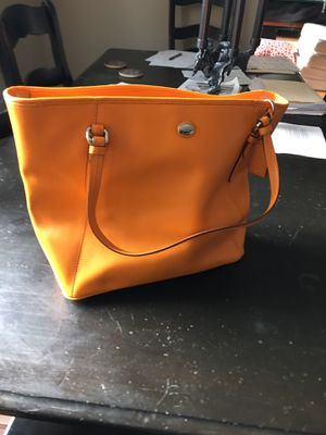 COACH PEYTON LEATHER ZIP TOP TOTE (COACH F27349) SILVER/TANGERINE Leather for Sale in San Ramon, CA