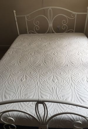 Queen size signature sleep mattress,14 months old ,from bug free and smoke free and pet free home,with bed frame for Sale in Cary, NC