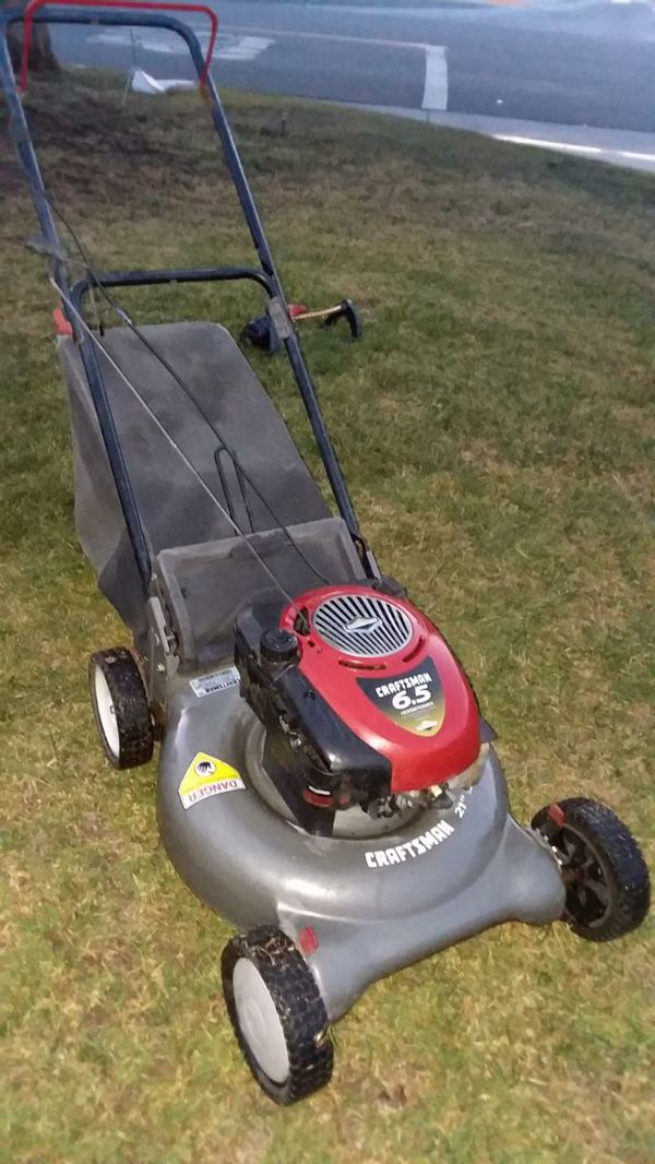 Lawn mower with bag runs great like new