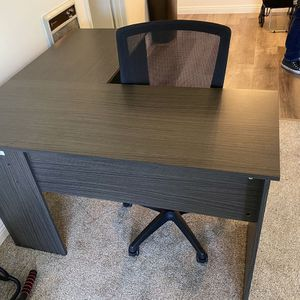 Desk and Chair for Sale in Palos Verdes Estates, CA