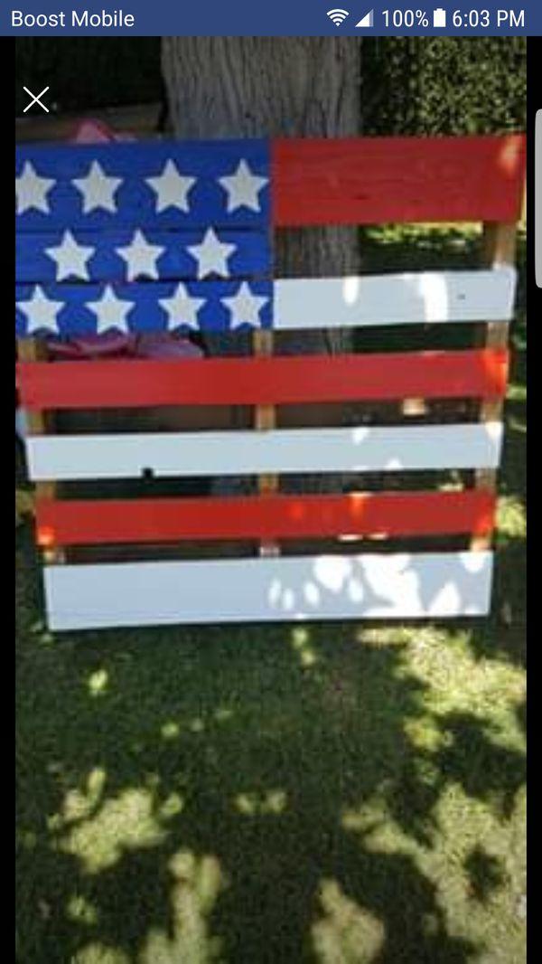 USA Custom Flag Pallets