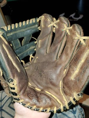 Rawlings baseball glove for Sale in North Massapequa, NY