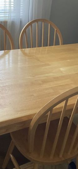 Kitchen Table With 4 Chair for Sale in Vancouver,  WA